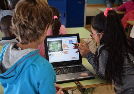 """""""A minha escola é cool"""": A Ajuda em Ação em Camarate"""