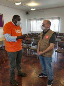 Ajuda em Ação distribui cartões de apoio alimentar em Camarate