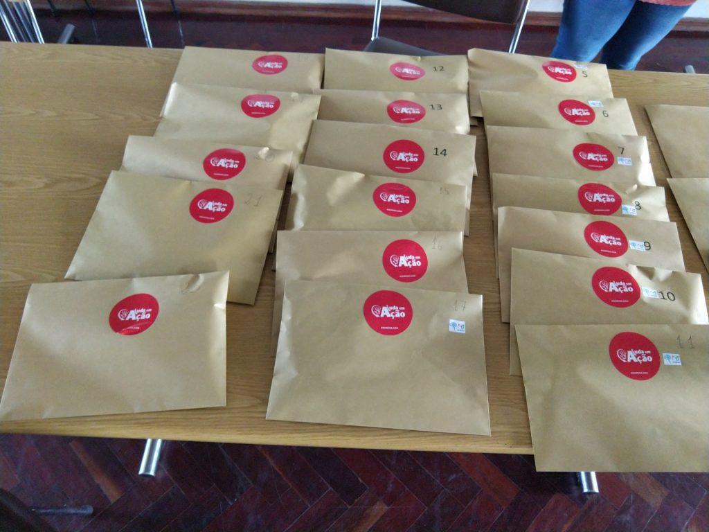 Ajuda em Ação distribui cartões de apoio alimentar